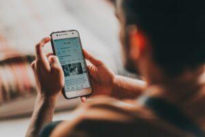 smart phone surfing